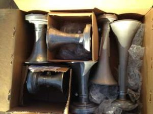6-horns-in-box-350-pix
